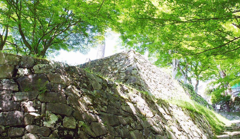 八幡城の石垣